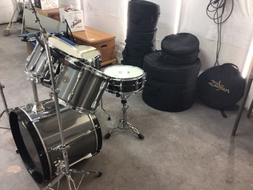 Selling with online payment: Very nice Tama Rockstar drum set with cymbals and hardware.