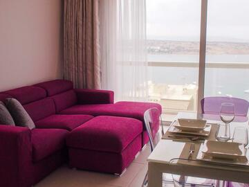Rooms for rent: Separate bedroom in a seaview apartment