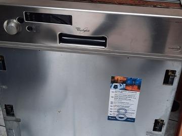 À vendre: Lave vaisselle à réparer
