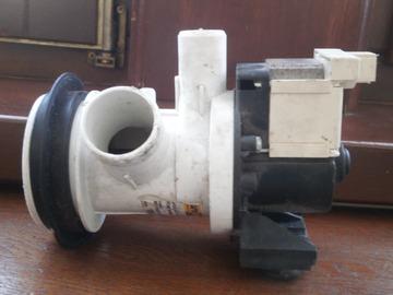 À vendre: Pompe de vidange machine à laver magnétique - - 40w - alt. Compat