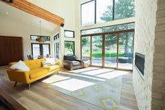 Hourly Rental: Bright Mid Century Living Room