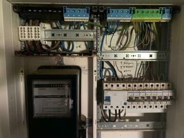 Biete Hilfe: Elektromeister bietet Inbetriebnahme der Hausinstallation  an.