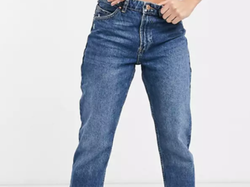 Selling without online payment: Bershka mom jeans.