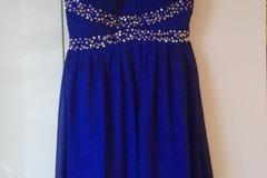 Ilmoitus: Kaunis paljettikoristeinen mekko