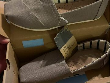 Sell: Toms shoes