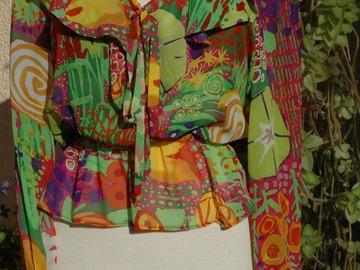 Vente au détail: blouse en mousseline de soie multicolore réalisée à la main