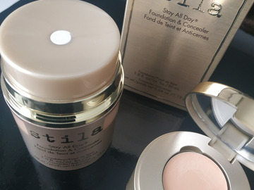 Venta: STILA base de maquillaje y corrector ojeras en el mismo envase