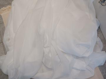 Ilmoitus: Valkoista kangasta kassillinen