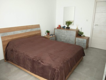 Rooms for rent: Large well-lit private bedroom with balcony