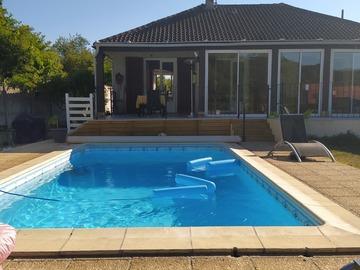 NOS JARDINS A LOUER: Jardin 800 mètres carrés avec barbecue grande piscine