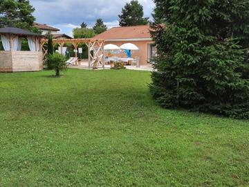 NOS JARDINS A LOUER: Jardins avec terrasse à  louer pour diverses événements