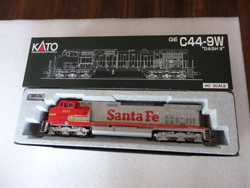 Selling with online payment: KATO HO C44-9W  Santa Fe Dash 9  DC  New in Box