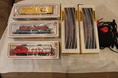 Selling with online payment: Bachmann HO train set engine, cars track power pack bridge set