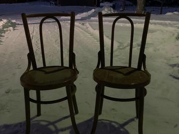 Ilmoitus: Morsiusparin tuolit