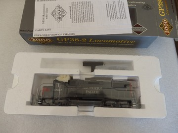 Selling with online payment: Walthers Proto 2000 GP38-2 Southern Pacific  #4827