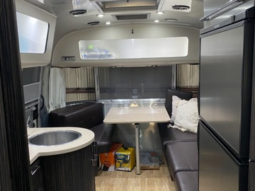 For Sale: 2017 Airstream International 25fB- Excellent Condition