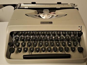 Vente: Machine à écrire Underwood portable vintage