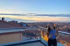VeeBee Virtual Babysitter: Lorena