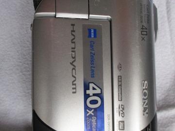 À vendre: Caméscope numérique  SONY DCR DVD 106E