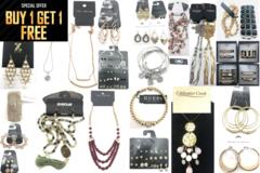 Bán buôn thanh lý lô: Buy 1 Get 1 FREE!! $1,600.00 Jewelry Lot- ALL Name Brands