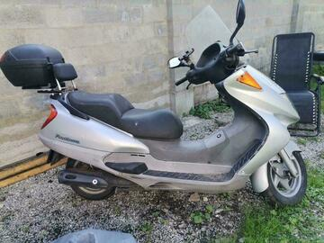 À vendre: Honda 125 Panthéon