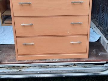 À vendre: A vendre armoire a reparer