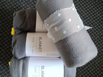 Ilmoitus: Harmaat fleece viltit 10kpl