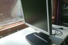 "Selling: HP L1940T 19"" monitor"
