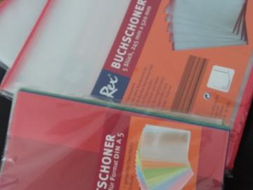 Biete Hilfe: Schutzumschläge Hefte und Bücher