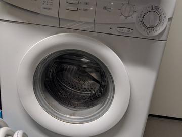 Faire offre: Machine à laver Candy à réparer ou pour pièces