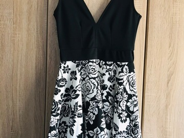 Selling without online payment: Boohoo Night Monochrome Plunge Dress