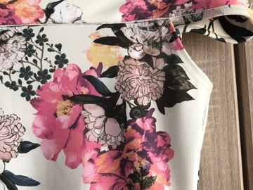 Selling without online payment: Boohoo floral dress with bardot neck