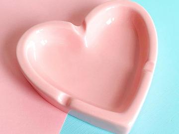 Post Now: CANNA STYLE HEART ASHTRAY