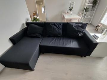 Giving away: IKEA musta divaanivuodesohva