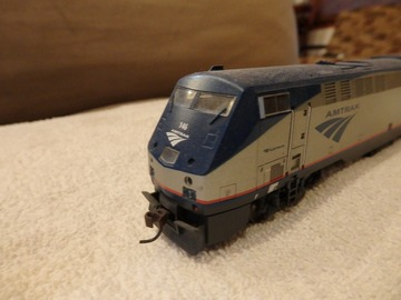 Selling with online payment: Athearn HO Amtrak P-42 Phase V dcc ready used
