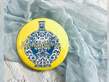 : Yellow porcelain illustrated pinback