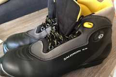 Selling: Cross-country boots