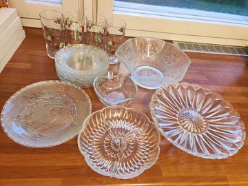 Myydään: 20 x Glassware: plates, cups, bowls, serving plates