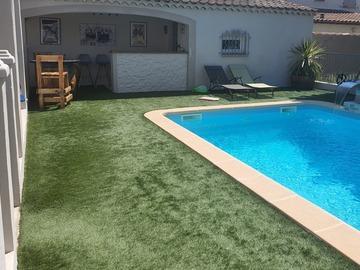 NOS JARDINS A LOUER: Joli jardin avec terrasse piscine et cuisine été