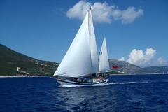 Offering: Traditional Yacht Charter - The Grenadines
