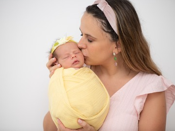 Fixed Price Packages: Newborn and Family Session