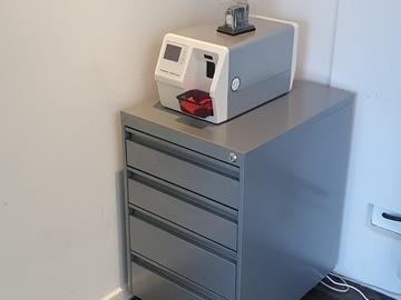 Gebruikte apparatuur: 2x Office Ladenkastje Grijs