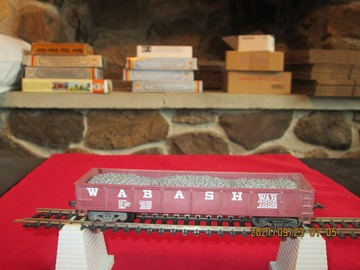 Selling with online payment: HO Scale Wabash Gondola w/load item R42