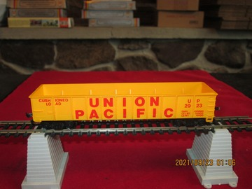 Selling with online payment: HO Scale Union Pacific Gondola Item R43