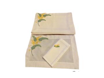 Vente: 6 sets brodés main et 6 serviettes