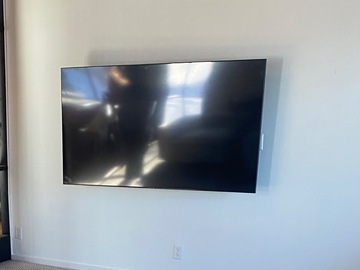 Renting out with online payment: 75 inch Samsung tv