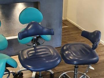 Gebruikte apparatuur: 2x Blauwe Werkstoelen