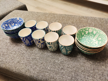 Myydään: 8 x Flower cups and 8x bowls set