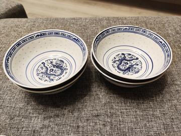 Myydään: 4 big bowls