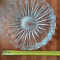 Myydään: 2 x Glass serving plates